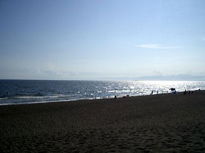 広い海岸、そして広い海。予想以上に広い、広いのです!